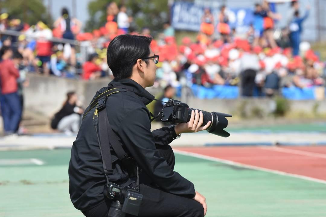 学校写真のカメラマンを募集しています‼